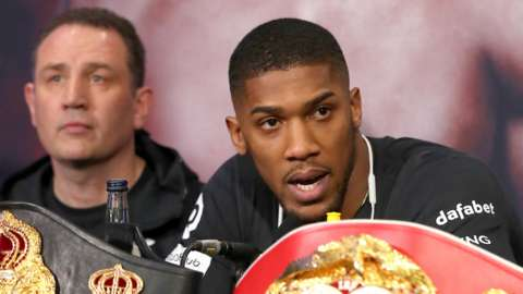 Trainer Rob McCracken (left) and Anthony Joshua (right)