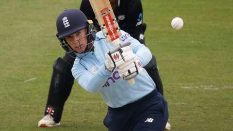 England's Lauren WInfield-Hill