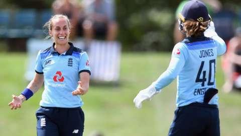 Tash Farrant celebrates a wicket with Amy Jones