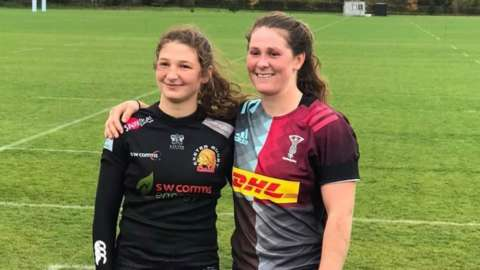 Flo Robinson in Exeter kit and Emily Robinson in Harlequins kit