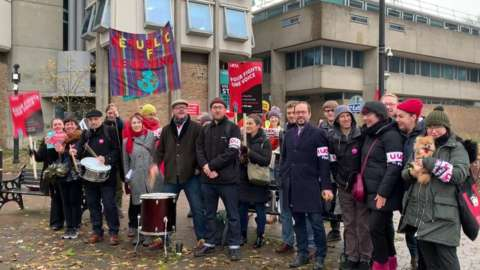 Staff on strike at University of Leicester in 2019
