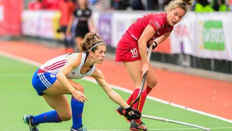 Britain's Anna Toman (L) and Belgium's Louise Versavel fight for the ball