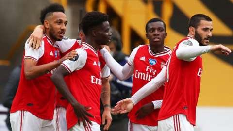 Arsenal celebrate scoring Wolves