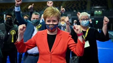 Nicola Sturgeon celebrating at Glasgow count