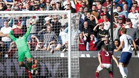 Harry Kane goes close for Tottenham