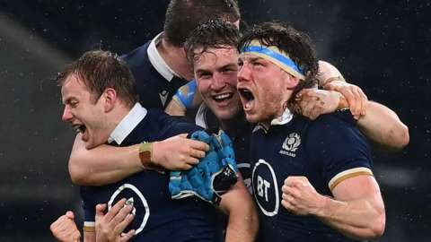 Scotland players celebrate victory at Twickenham