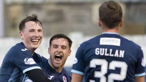 Raith Roves celebrate