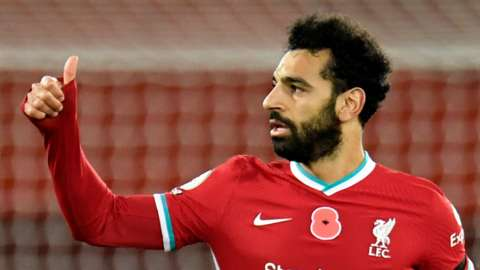 Mohamed Salah does a thumbs-up gesture