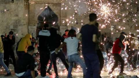 Palestinians react as Israeli police fire stun grenades near Al-Aqsa Mosque, Jerusalem. Photo: 7 May 2021