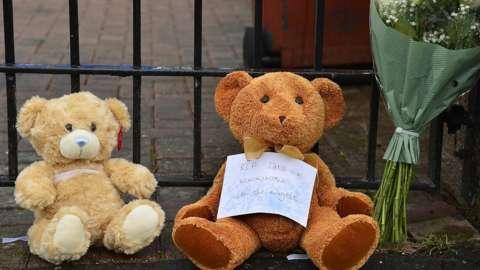teddy bear add flowers