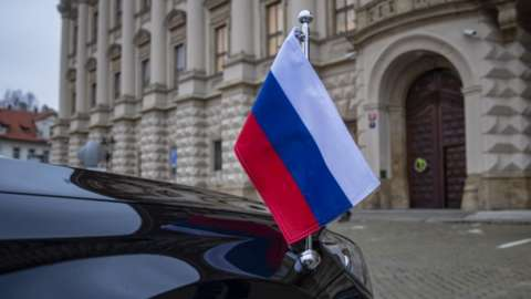 Flag on Russian diplomatic vehicle outside the Czech Foreign Ministry, Prague, 18 April 2021