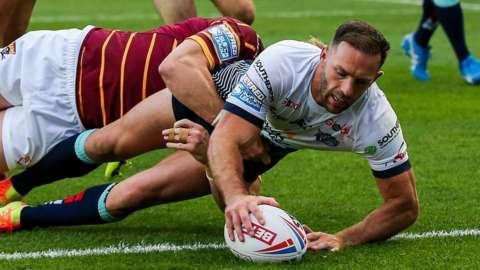 Leeds Rhinos score a try