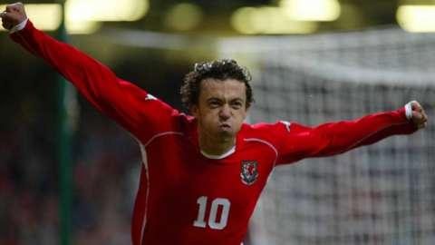 Simon Davies celebrates Wales goal v Italy