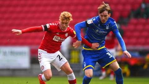 Bristol City's Sam Pearson battles with Nottingham Forest's Joe Garner