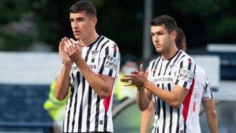 Dunfermline players applaud upset fans at Stark's Park