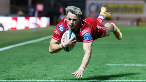 Tom Rogers try