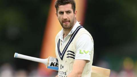 Middlesex's slim final-day hopes against Gloucestershire rest on Stevie Eskinazi, not out overnight on 48