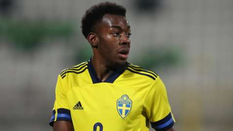 Anthony Elanga playing for Sweden Under-21s