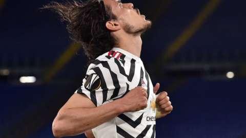 Edinson Cavani celebrates scoring against Roma in the Europa League semi-final