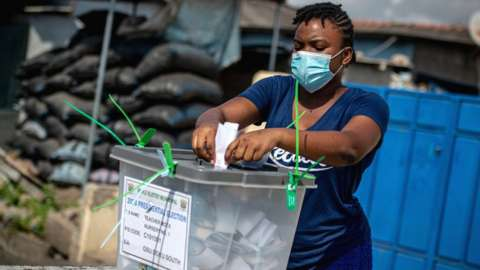 Woman voting in Accra on 7 December