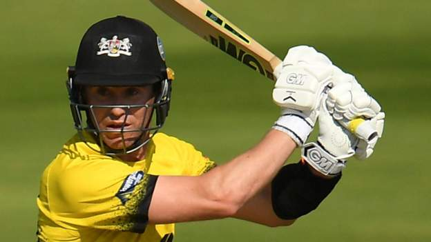T20 Blast: Gloucestershire on brink of quarter-finals after beating Birmingham thumbnail