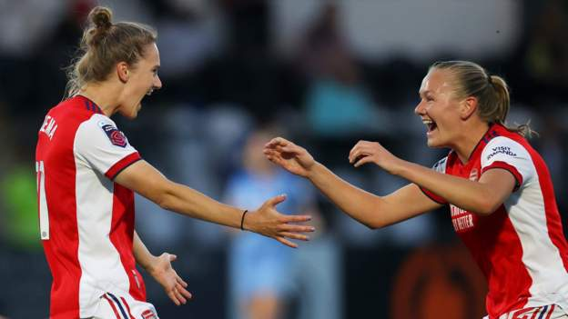 Gunners sweep past Man City to top WSL