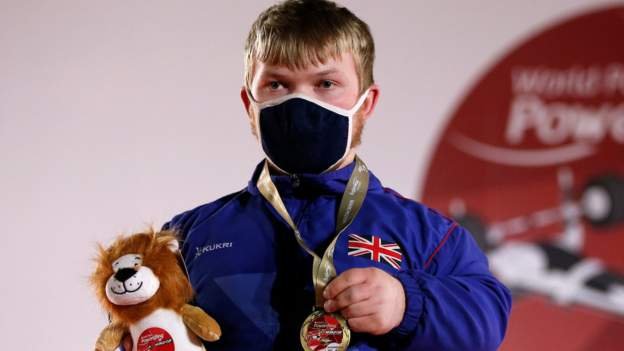 Para-powerlifter Swan wins gold for GB