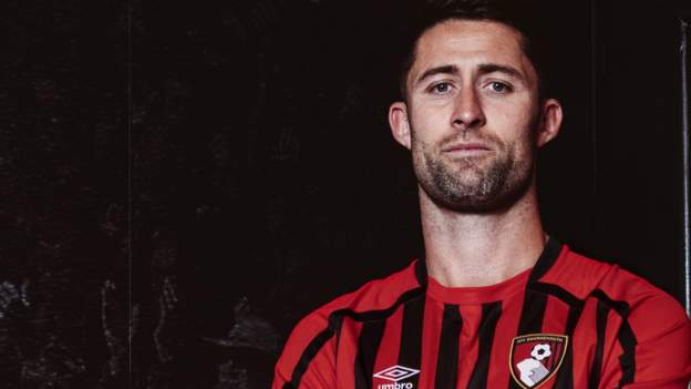 Gary Cahill: Bournemouth sign former England centre-back on one-year deal