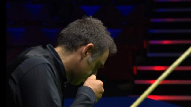 Ronnie O'Sullivan punches table at World Snooker Championship in match against Mark Selby