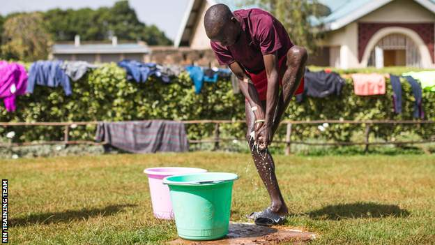 animals Kipchoge washing his feet