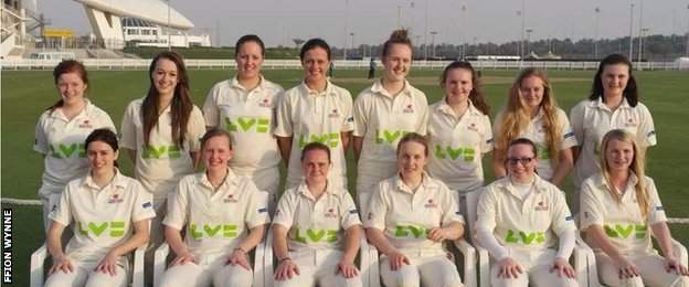 Ffion Wynne (back row, second left) with her Wales Under-19s team-mates