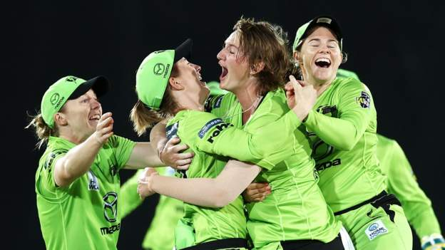 WBBL 2020: Sydney Thunder beat Brisbane Heat to reach final