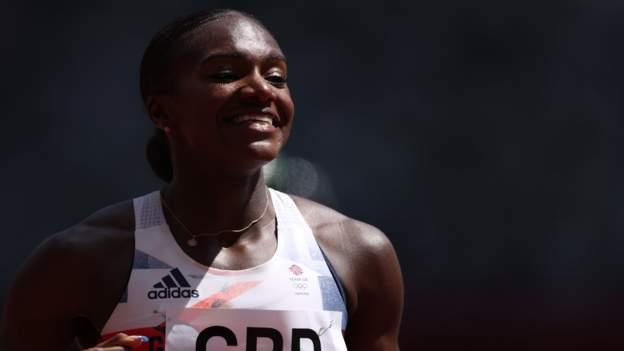 Asher-Smith helps GB reach 4x100m final