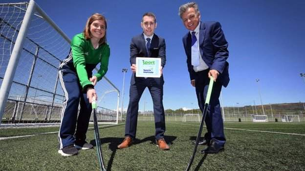 Katie Mullan, la capitana de hockey femenina irlandesa y Jason Smyth, estrella del sprint paralímpico, están familiarizados con el programa Sport into Business.