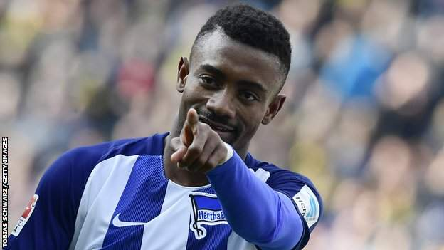 Coronavirus: Kalou suspended by Hertha for flouting safety rules in social media video thumbnail