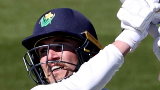 County Championship: Carlson Hundred holds Glam on the surface in Sussex