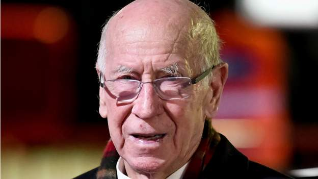 Sir Bobby Charlton diagnosed with dementia