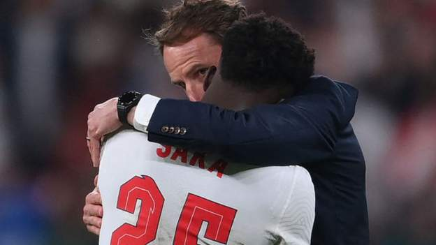 Final Euro 2020: Bos Inggris Gareth Southgate mengatakan dia memilih pengambil penalti thumbnail