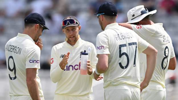 England players to hold talks over Ashes