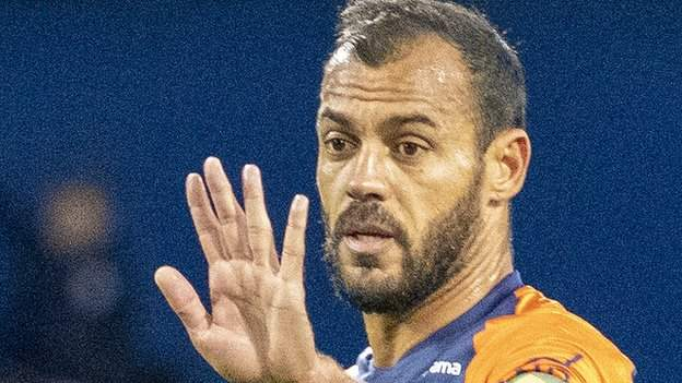 Hilton: Montpellier defender sent off at the age of 43 thumbnail