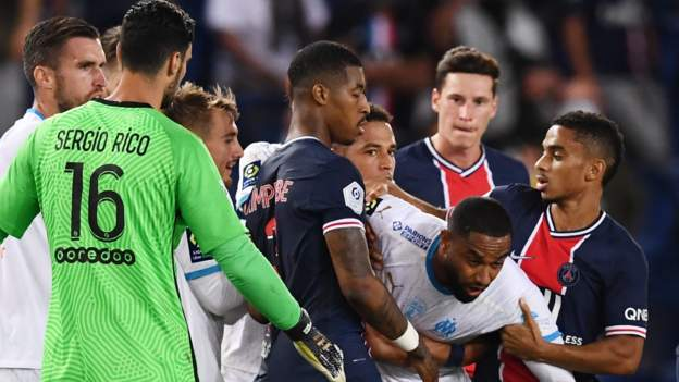 Paris St-Germain 0-1 Marseille: Five sent off in injury time after brawl thumbnail