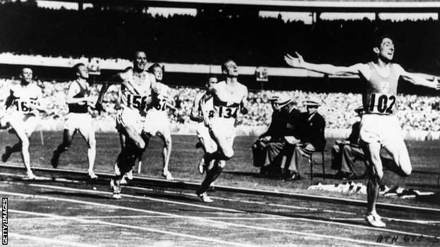 Ronnie Delany crosses the finish line to win the Olympic 1500m title in 1956