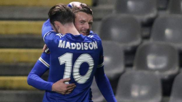 Braga 3-3 Leicester City: Jamie Vardy sends Foxes into Europa League last 32 - bbc