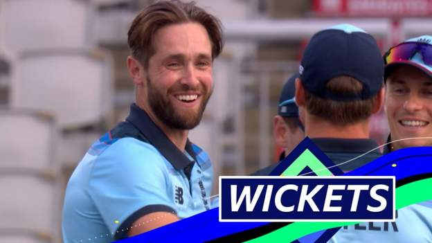 England v Australia: Chris Woakes dismisses Aaron Finch and Marcus Stoinis at Old Trafford thumbnail