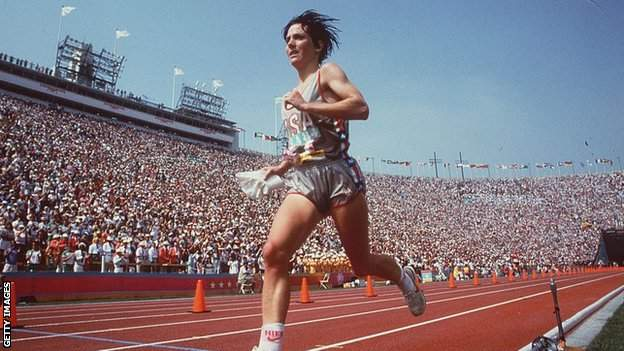 Joan Benoit wins the 1984 Olympic marathon