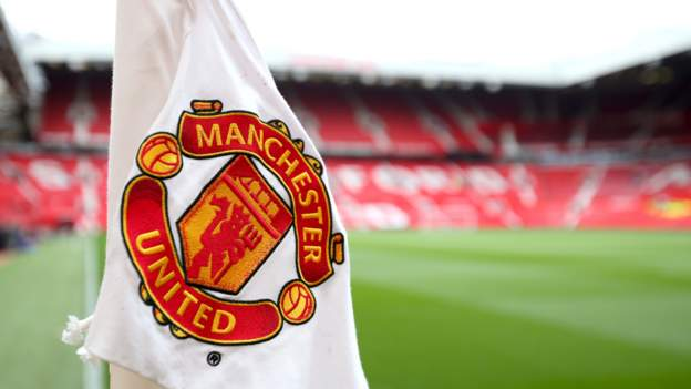 Manchester United financial statement shows £70m loss during coronavirus pandemic - bbc