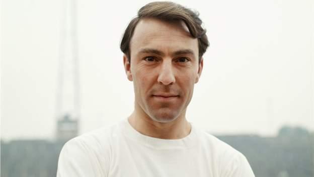 Jimmy Greaves: Ex-England & Tottenham striker dies aged 81