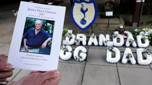 Jimmy Greaves: Mourners pay tribute at football great's funeral in Essex