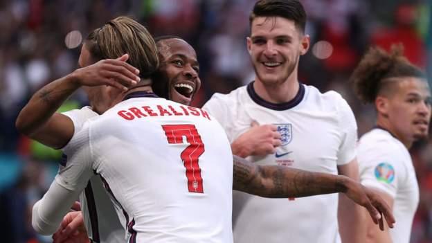 England beat Czech Republic to win group