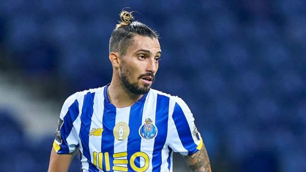 Alex Telles: Manchester United in talks with Porto over Brazilian full-back - bbc
